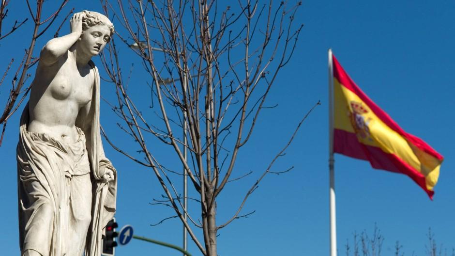 Statue einer verzweifelten Frau im Paseo de Recoletos, Madrid