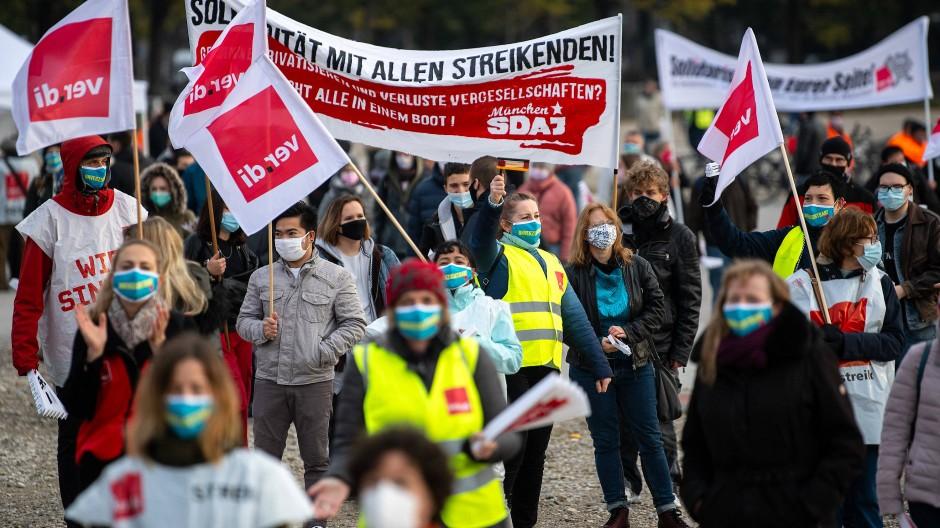 Die Gewerkschaften haben auch dieses Jahr für höhere Löhne und bessere Arbeitsbedingungen demonstriert.