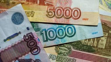Der Rubel hat in diesem Jahr rund 45 Prozent seines Wertes gegenüber dem Dollar verloren.