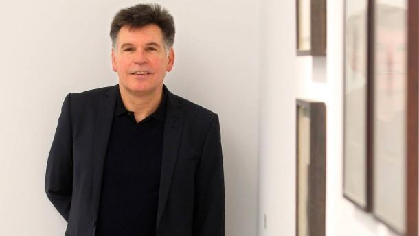Der Wuppertaler Museumsdirektor Gerhard Finckh hat die Hoffnung, geraubte Gemälde wieder zurückzubekommen