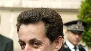 Sarkozy dringt auf niedrigere Bankgebühren