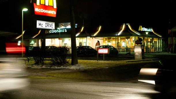 Dec 14, · McDonald's, Erding: See 35 unbiased reviews of McDonald's, rated of 5 on TripAdvisor and ranked #41 of 74 restaurants in Erding/5(35).