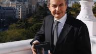 Rodriguez Zapatero mit seinen Memoiren in Madrid