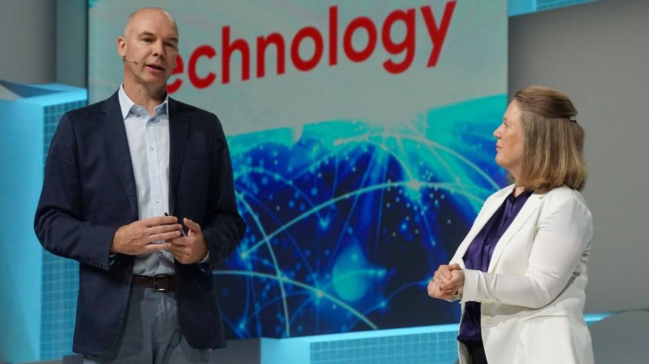 Googles Cloud-Chefin Diane Greene im Gespräch mit Metro-Manager Timo Salzsieder