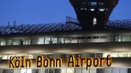 Der Flughafen Köln-Bonn am Abend.