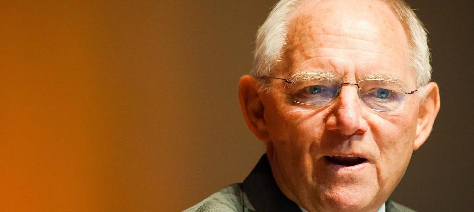 Der ewige Kanzler. Teils schnoddriger Pflichtmensch, teils entschlossener Krisenmanager: Vor Jahren kam Helmut Schmidt zur Welt. Die Verehrung für ihn überdauert seinen Tod.