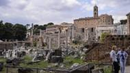 Die Ruinen des Forum Romanum ziehen Touristen an, die wirtschaftliche Lage Italiens schreckt dagegen ab.