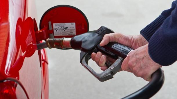 Benzin so billig wie vor elf Jahren