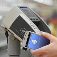 Ob mit Smartphone oder Karte: Das kontaktlose Zahlen hat in der Corona-Krise rasch an Beliebtheit gewonnen.
