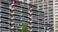 Gerade viele junge Menschen zieht es in die dicht besiedelten Städte, in denen Eigentum besonders teuer ist.