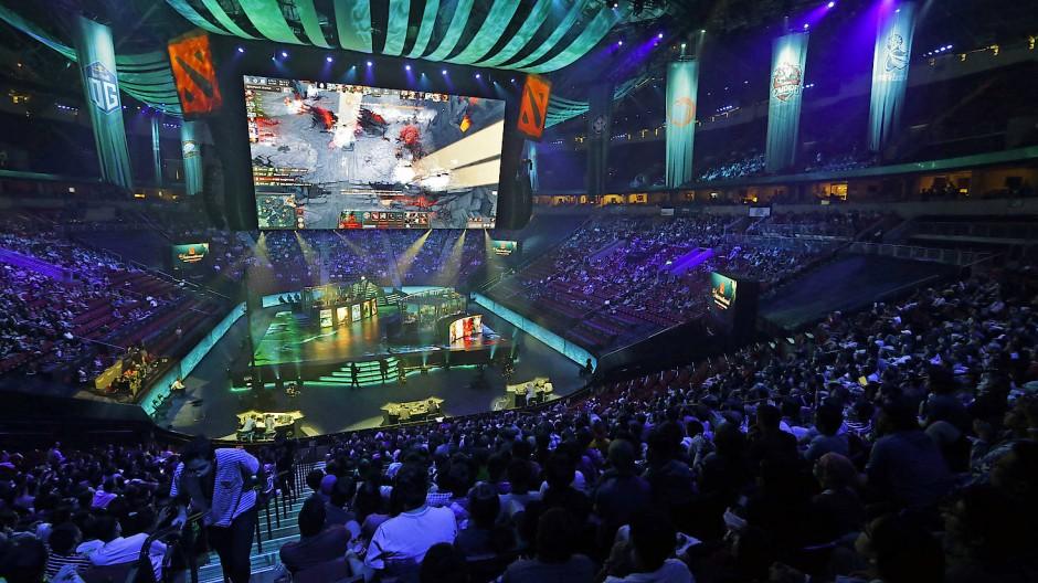 """Tausende Zuschauer haben sich das eSports-Turnier """"The International"""" in Seattle angesehen – gewonnen hat das Team """"Liquid"""", mit dem Deutschen """"KuroKy""""."""