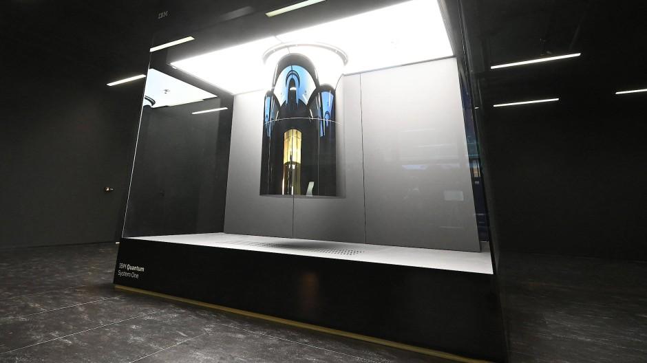 Jetzt aufgebaut und im Einsatz: der IBM Q System One in Ehningen