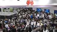 Auf der Messe in Schanghai war das Interesse an den  Produkten von Huawei riesig.
