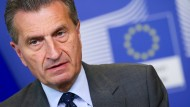 Oettinger droht Portugal und Spanien mit Kürzung von Geldern