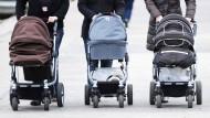 Erst Elternzeit, dann Teilzeit: So läuft es für die meisten Frauen in Deutschland - immer noch.