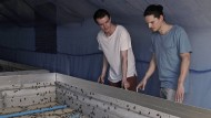 Das große Krabbeln: Timo Bäcker und Christopher Zeppenfeld mit ihren Insekten