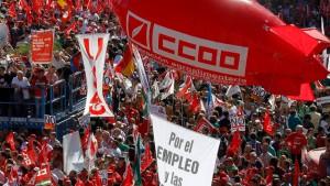 Spanier demonstrieren gegen Einsparungen