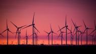 Im September stehen die Windräder wieder öfter still: Windkraftanlage in Schleswig-Holstein