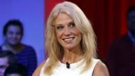 Ob Conway hier auch ein Stück aus der Ivanka-Trump-Kollektion trägt?
