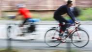 Sportlich, sportlich: Die Fahrt zur Arbeit mit dem Rad ist schon mal en guter Auftakt.