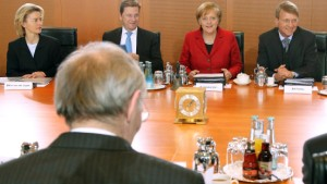 Kabinett beschließt Griechenland-Hilfe