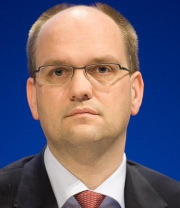 Kandidat 3: <b>Rainer Neske</b>, Chef des Privatkundengeschäfts. - kandidat-3-rainer-neske-chef