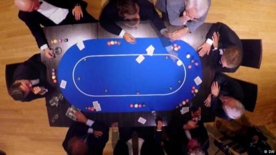 Bessere Entscheidungen durch Poker spielen