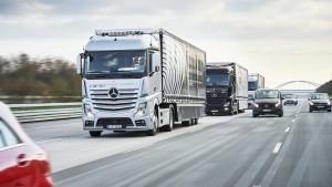 Daimler-Lastwagen kommen künftig im Rudel