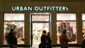 Urban Outfitters verkaufte Pullover mit Blutspritzern