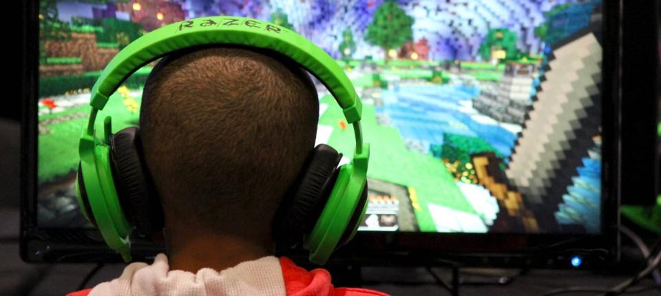 MinecraftMilliardär Markus Persson Ist Traurig - Minecraft headset spielen