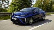 Der Toyota Mirai ist eines der wenigen Brennstoffzellenautos, die bereits auf den Straßen unterwegs sind.