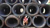 Warten in unsicheren Zeiten: Hält die Einigung zwischen Amerika und China? Das Foto entstand auf einem chinesischen Großmarkt für Stahl.