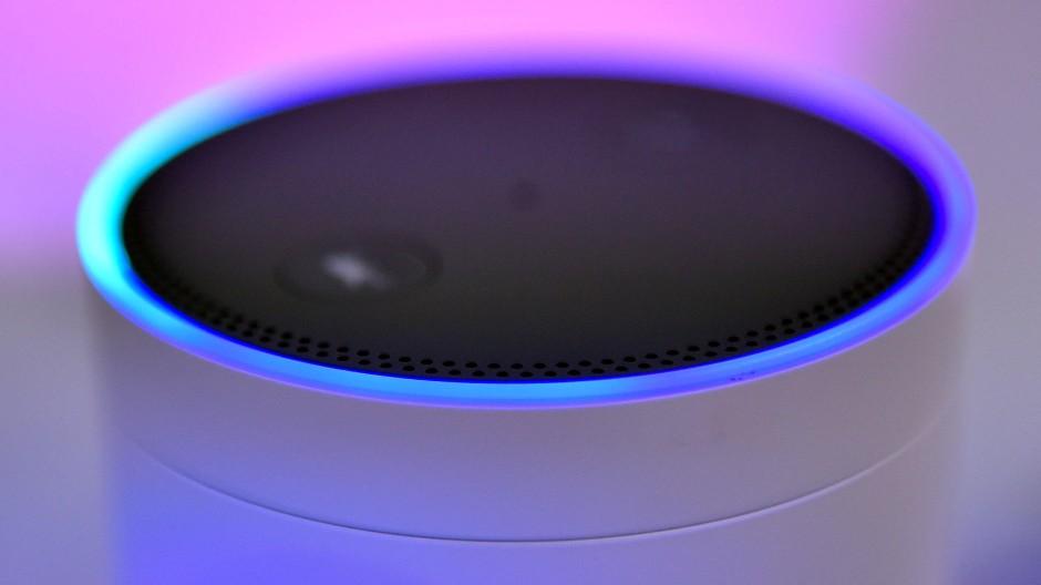 Amazons Lautsprecher Echo läuft mit Alexa.
