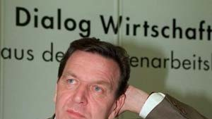 Schröder: Unternehmer dürfen nicht nur Gewinne im Auge haben