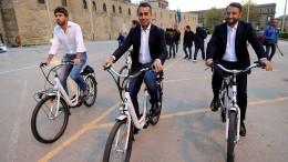 Italiens Wahlkämpfer versprechen das Blaue vom Himmel