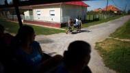 Belastet: So mancher Ungar trägt so schwer an den Fremdwährungskrediten für sein Eigenheim, dass er ans Auswandern denkt.