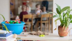 Lohnfortzahlung für Eltern wird verlängert