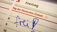 Freitag frei: 2014 liegen die Feiertage aus Sicht der Arbeitnehmer günstig wie selten.