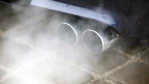 Tiefensee droht Autokonzernen mit Strafen
