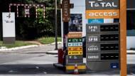 Sprit-Blockaden in Frankreich treffen Urlauber
