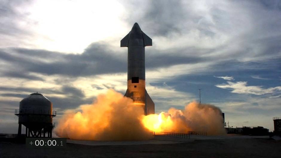Für weiter gehenden Flüge ins All testet Musk das Starship SN10 regelmäßig.