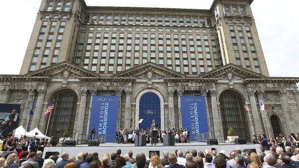Ford baut historischen Bahnhof von Detroit um