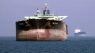 Irans Öltanker sind schon vergleichsweise alt - sie sollen auf Stand gebracht werden, um auch in internationalen Gewässern problemlos eingesetzt werden zu können.