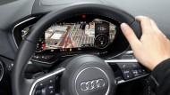 Ein Audi mit einem Navigationsgerät aus dem Hause Google.