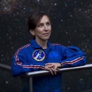 """""""Bevor ich auf dem Sofa sterbe, verglühe ich lieber im Weltall"""", sagt Raumfahrerin Suzanna Randall, 38. Schon in der Abi-Zeitung stand über sie: """"Suzie wird die erste Frau auf dem Mars."""""""