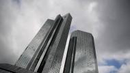 Deutsche Bank und Commerzbank haben ihren Hauptsitz in Frankfurt.