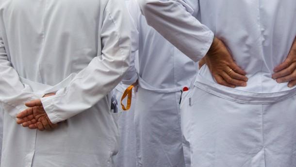 Klinikärzte wollen sechs Prozent mehr Gehalt