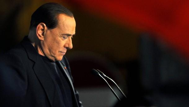 Senat schließt Berlusconi aus