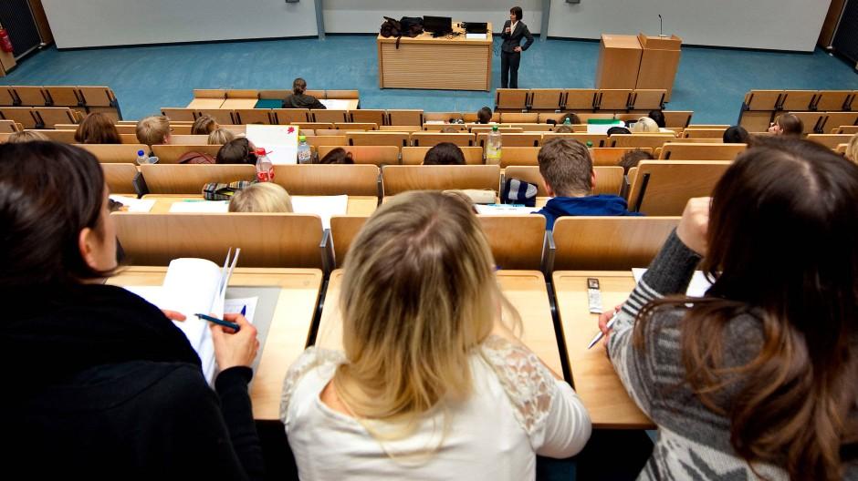 Auch für die Studenten eine spannende Frage: An welcher Uni schaffen es die Professoren, die meisten Drittmittel einzuwerben?