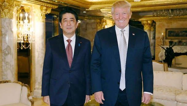 Japans Regierungschef will Trump Twitterstoff liefern